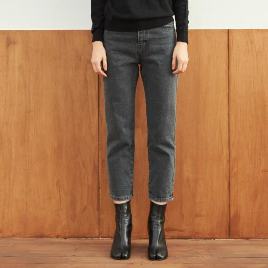 STRAIGHT CROP WASHING JEAN (BLACK)