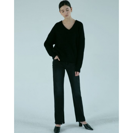 [윤승아 착용] RIKA SLIT STRAIGHT JEANS (BLACK)