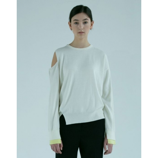 [이청아 착용]LUNA SHOULDER SLIT SWEATER (OFF WHITE)