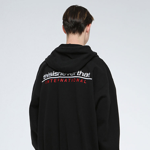 SP-INTL. Logo ZIPUP Sweat Black