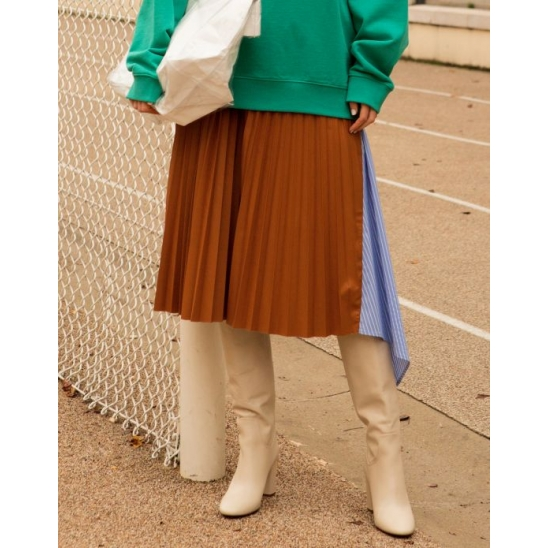 [김수미 착용] ASYMMETRY PLEATS SKIRT (BROWN)