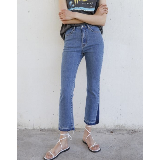 DISTRESSED FLARE CROPPED JEANS (BLUE)