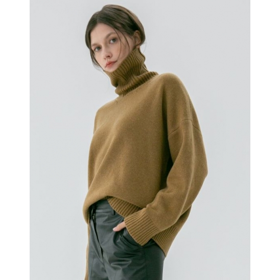 UNISEX OVERSIZED TURTLENECK WOOL SWEATER OLIVE BROWN