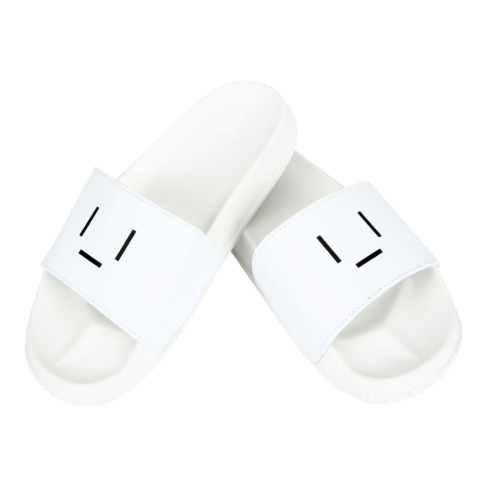 23.65 EMOTICON SLIPPER WHITE
