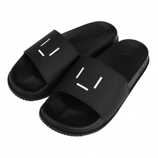 23.65 EMOTICON SLIPPER BLACK