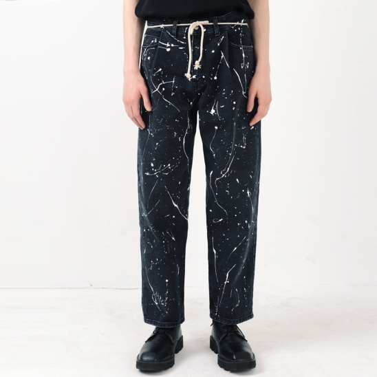 PAINTING TUCK LOOSE TAPERED JEAN (BLACK)