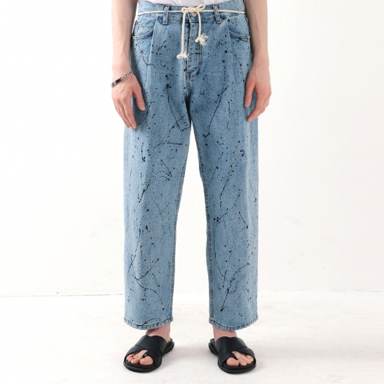 PAINTING TUCK LOOSE TAPERED JEAN (LIGHT BLUE)