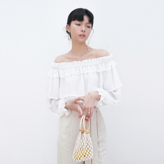 WRINKLE OFF-SHOULDER BLOUSE_IVORY