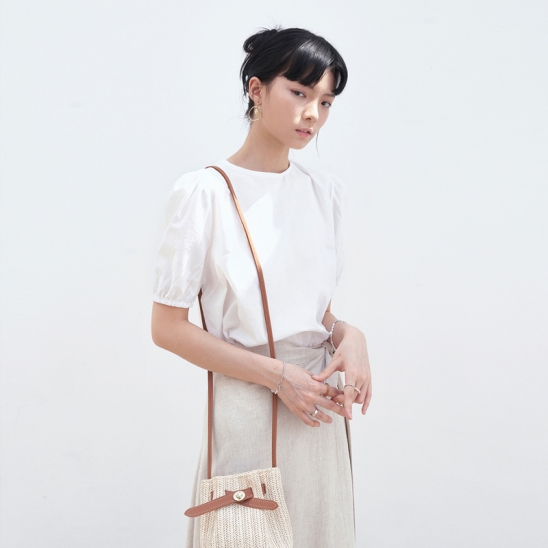 BACK STRAP POINT BLOUSE_IVORY