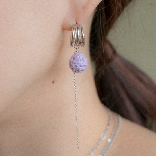 3 line curve pearl and knitball earring