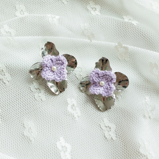 Lilac knit flower and pearl earring
