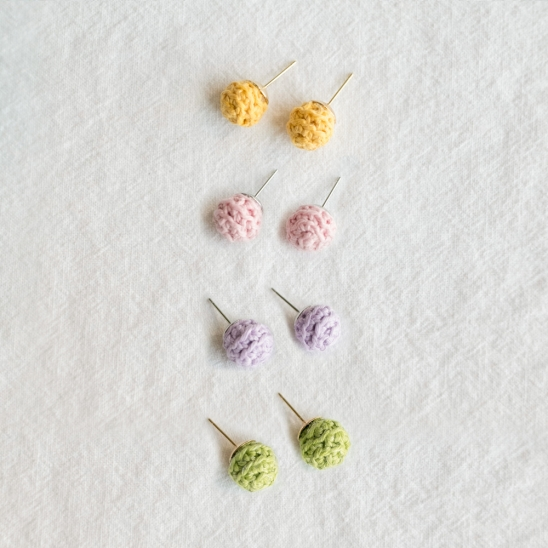 Pastel candy ball knit earring