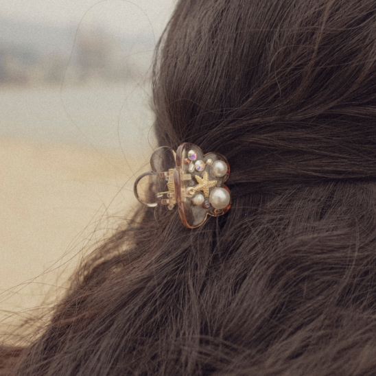 In the sea mini hair clip