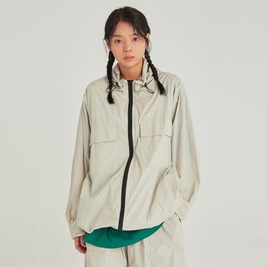 [COUCOU] W LIGHT WEIGHT ZIP-UP WINDBREAKER_SAND