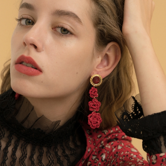 Gorgeous red rose knit earring
