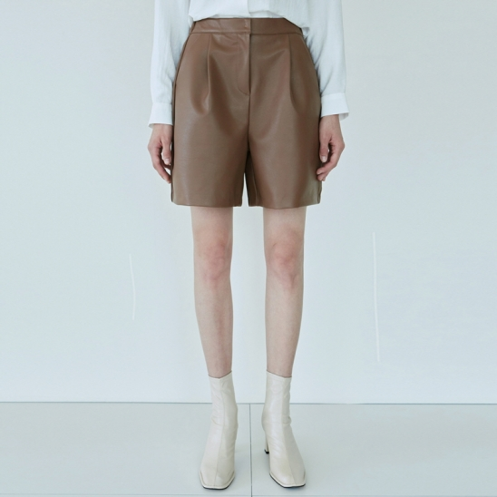 LEATHER PINTUCK SHORT_CAMEL