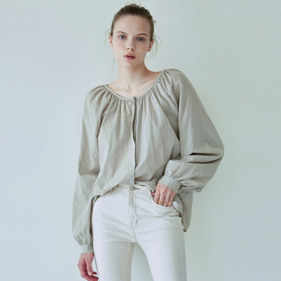 SHIRRING HIDDEN BLOUSE_SAND GRAY