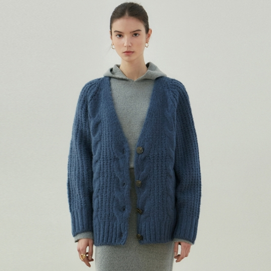 CABLE V KNIT CARDIGAN_DEEP BLUE
