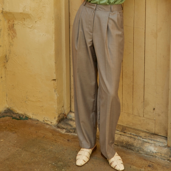 Pintuck Tapered fit Slacks Dark-Beige