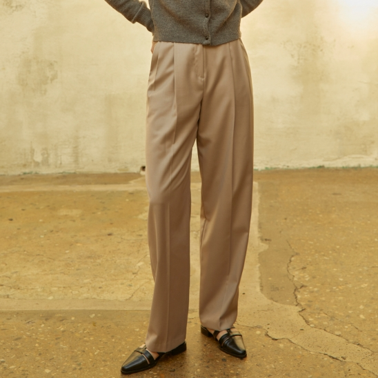 Pintuck Tapered fit Slacks Beige