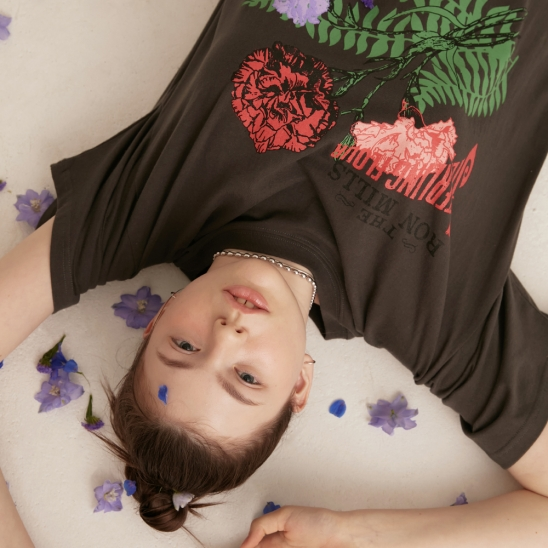 CARNATION OVER FIT T-SHIRT CHARCOAL