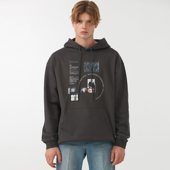 UNISEX DIGITAL LAYOUT GRAPHIC HOODIE CHARCOAL GREY_M_UDTS0F106G3