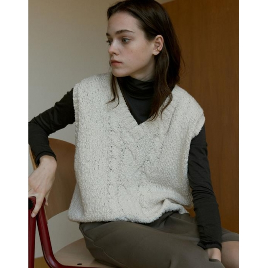 CHUNKY CABLE BOUCLE VEST_IVORY